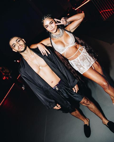 Фото №2 - Белье от Рианны VS пластика: Ванесса Хадженс увеличила грудь? 🔥