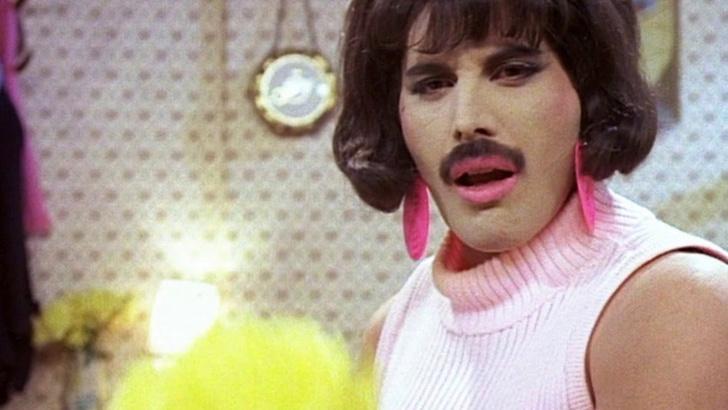 Фото №1 - Американская косметическая компания выпустила видео в защиту женских усов