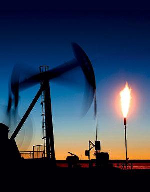 Фото №1 - Зачем на нефтяных вышках горит огонь?