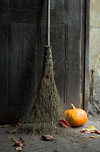 Фото №10 - Отмечаем Хэллоуин: как быстро украсить помещение своими руками