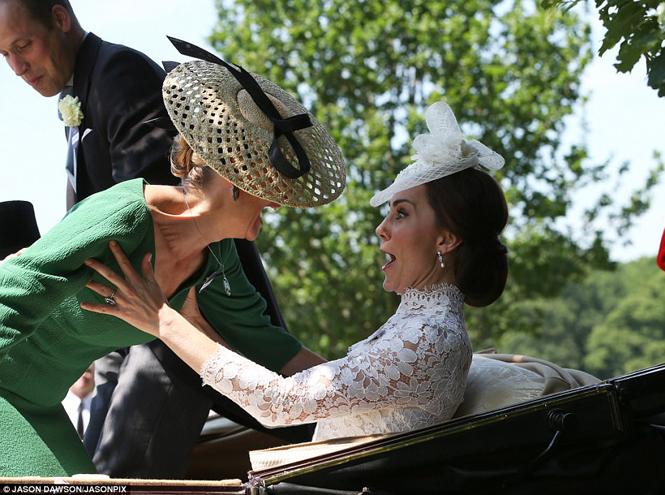 Фото №9 - Чья шляпа лучше: герцогиня Кембриджская и другие на Royal Ascot 2017