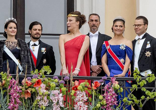 Фото №3 - Забавы королевского двора: самые интересные моменты юбилея Харальда и Сони