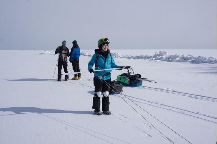 Фото №2 - «Просто космос»: кто и зачем едет на зимний Байкал