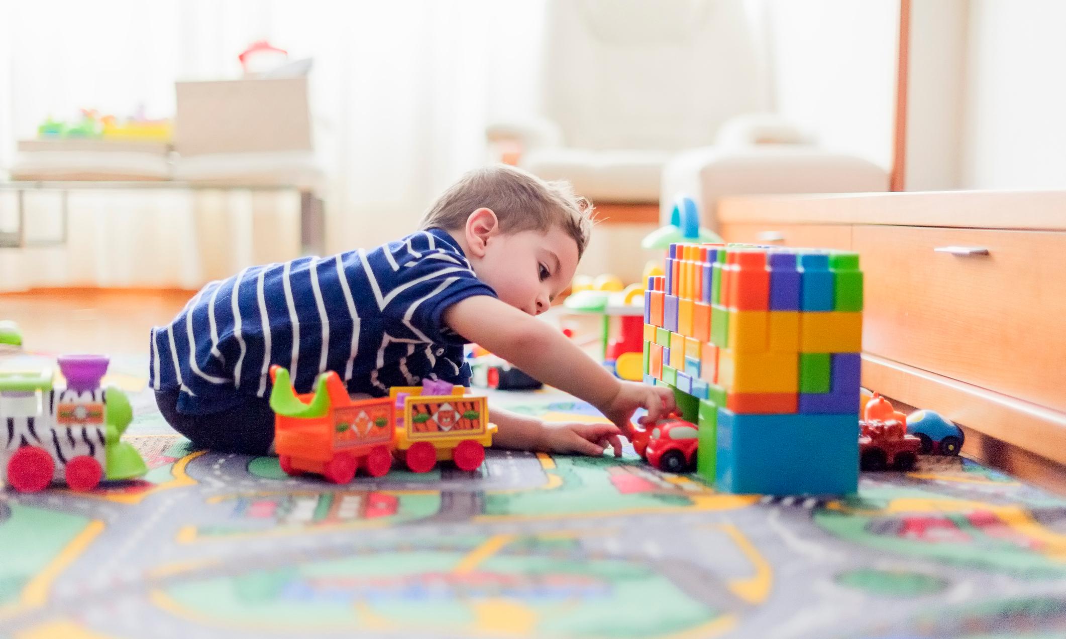 Чем занять ребенка: 24 идеи для игр в одиночку