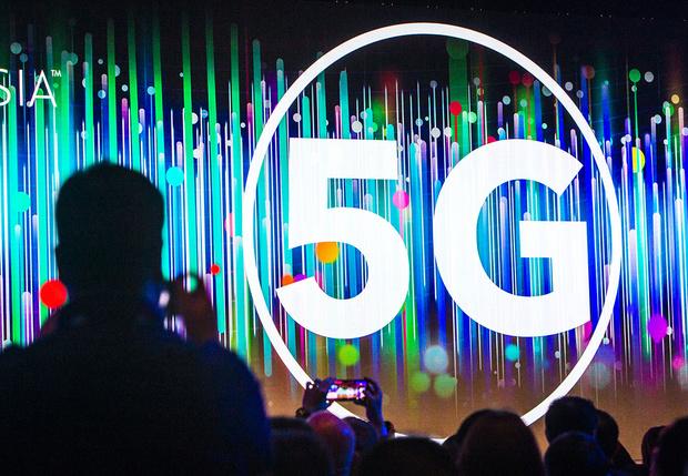 Фото №1 - В Великобритании попросили граждан перестать поджигать вышки связи из-за слухов о запуске «вредного» 5G