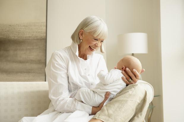 Фото №1 - 62-летняя женщина забеременела, взяв яйцеклетки у собственной дочери