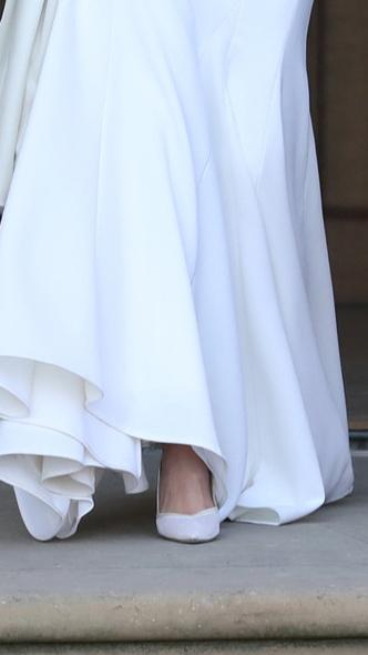 Foto #7 - De la Elisabeta a II-a la Printesa Beatrice: in ce pantofi s-au casatorit printesele