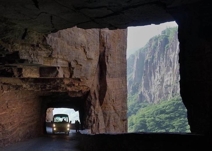 Фото №6 - Как по лезвию: 8 самых опасных действующих дорог мира