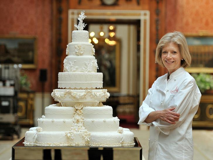 Фото №1 - Особенная сладость: самые красивые торты на королевских крестинах