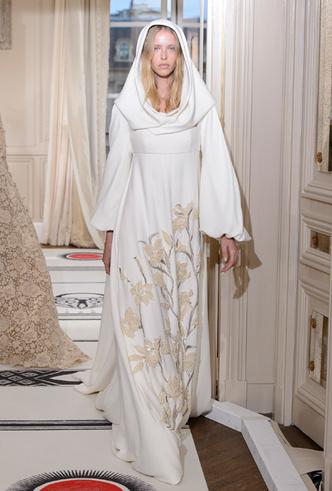 Фото №33 - 35 идей свадебных платьев с подиумов Недели высокой моды в Париже