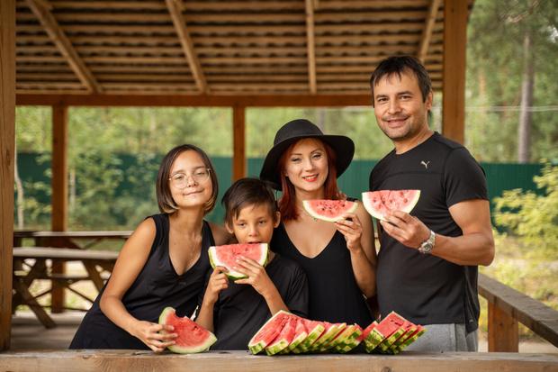 Светлана Изамбаева с супругом и детьми
