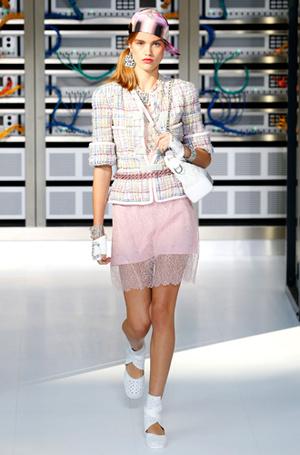 Фото №7 - Хотеть не вредно: новая сумка Chanel's Gabrielle