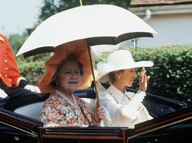 Фото №2 - Сентиментальное украшение: история любимой тиары принцессы Анны