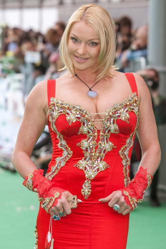 Фото №13 - 9 звезд, которые запихали роскошное тело в крошечное платье