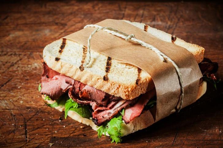Фото №7 - Все гениальное просто: 7 рецептов сэндвичей на любой вкус