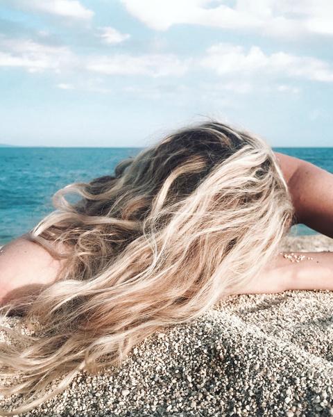 Фото №2 - Как восстановить волосы после солнца и вернуть им блеск