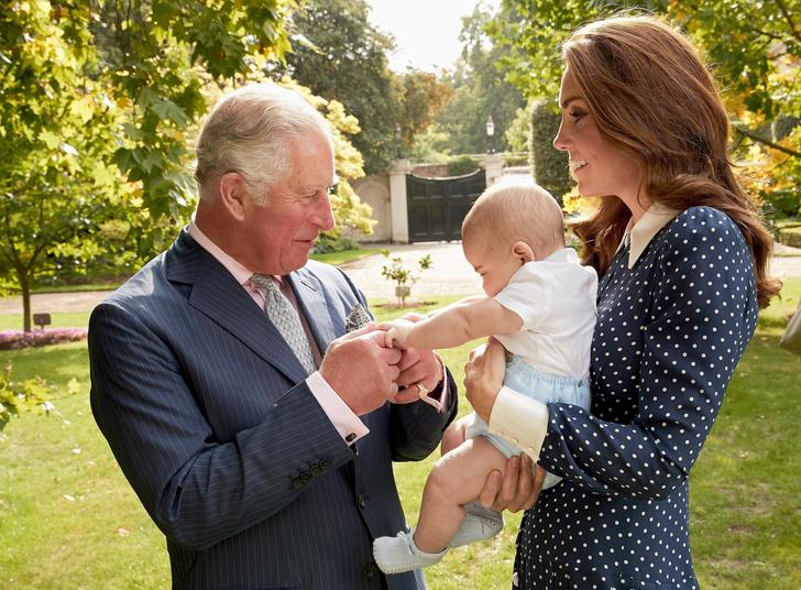 Фото №1 - Идеальный дедушка: самая трогательная традиция принца Чарльза и его внуков