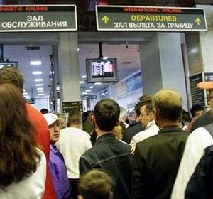 Фото №1 - Пассажиры продолжают страдать от задержек чартеров