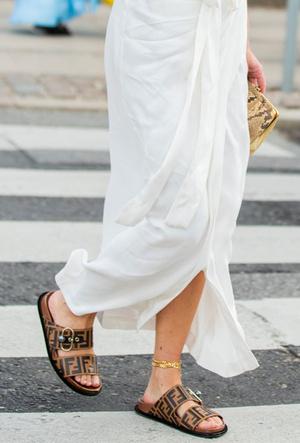 Фото №13 - Модные сандалии 2020: лучшие варианты для жаркого сезона