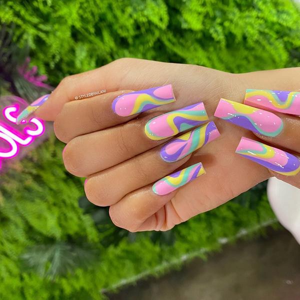Фото №37 - Позалипать и вдохновиться: 45 крутых идей маникюра для длинных ногтей 💅