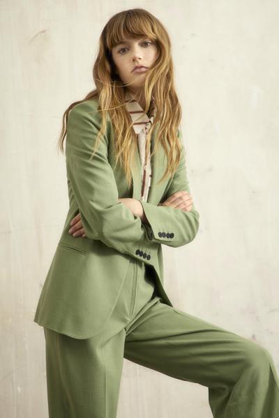 Фото №1 - Зеленая неделя: наряд на каждый день в самом модном оттенке лета