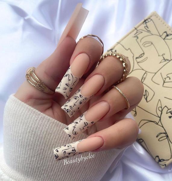 Фото №35 - Позалипать и вдохновиться: 45 крутых идей маникюра для длинных ногтей 💅
