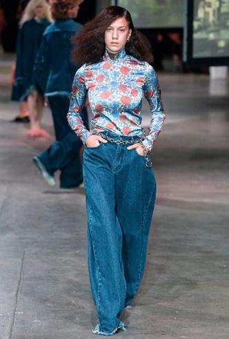 Фото №8 - Скинни, клеш и рваные: самые модные джинсы весны 2020