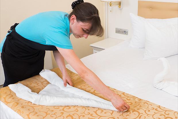 Фото №4 - Мастер-класс: как сделать лебедей из полотенца
