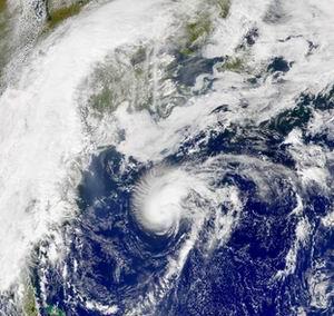 Фото №1 - На Техас обрушился ураган Умберто
