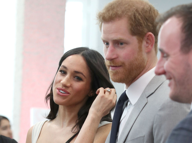 Фото №1 - Дамы вперед: принц Гарри снова нарушает протокол ради Меган Маркл