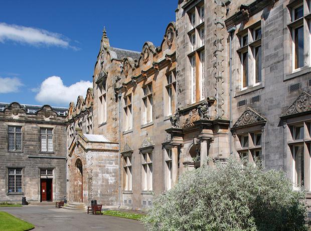 Фото №15 - Где учились принц Уильям, Кейт Миддлтон и Амелия Виндзор: лучшие британские университеты (часть 2)