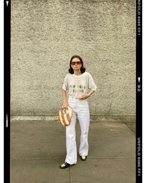 Как носить белые джинсы: идеи от блогеров