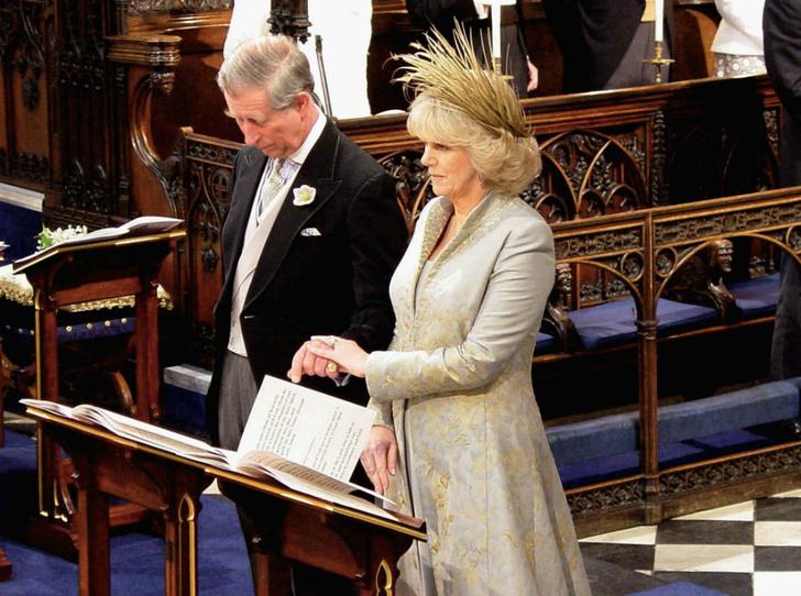 Фото №1 - Почему Королева не пришла на свадьбу принца Чарльза и Камиллы