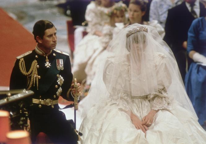 Фото №3 - Секрет невесты: почему Диане пришлось скрывать свое второе свадебное платье от Виндзоров