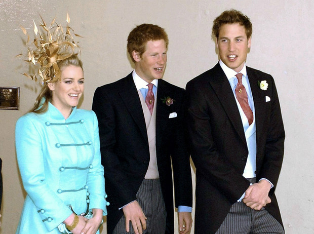 Фото №1 - Смешанные чувства: о чем говорит язык тела Гарри и Уильяма в день свадьбы Чарльза и Камиллы