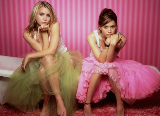 Фото №1 - Мэри-Кейт и Эшли Олсен представили экстравагантный аксессуар