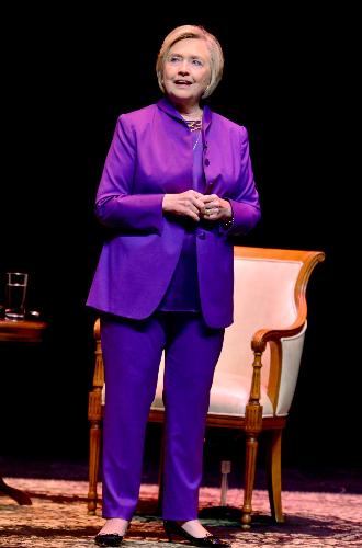 Фото №10 - Брючные костюмы и яркие цвета: модные победы Хиллари Клинтон