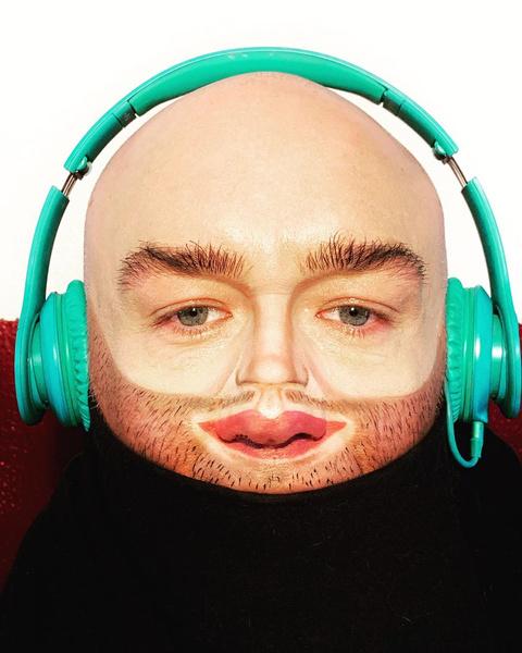 Фото №2 - Микролица: почему губы на носу стали новым бьюти-трендом