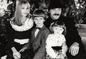 Михаил Боярский и Лариса Луппиан с детьми