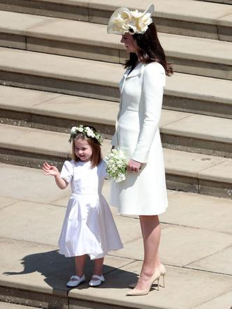 Фото №19 - От Елизаветы II до герцогини Кейт: любимые обувные бренды королевские особ