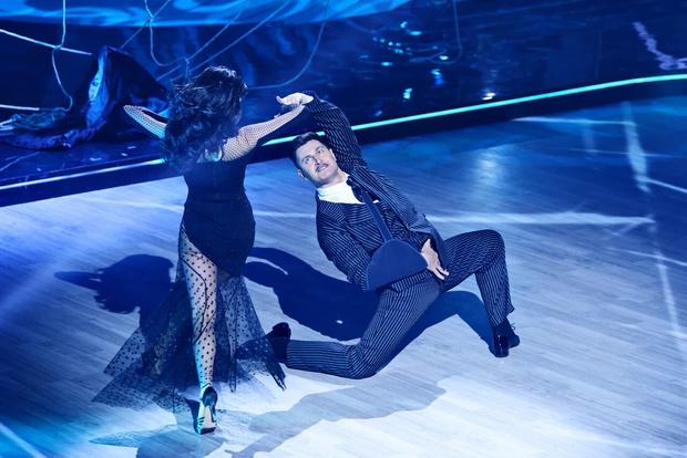 Фото №1 - Травмы и драмы: Дава выступает через боль, Лазарев выбивается в топ во втором выпуске «Танцев со звездами»
