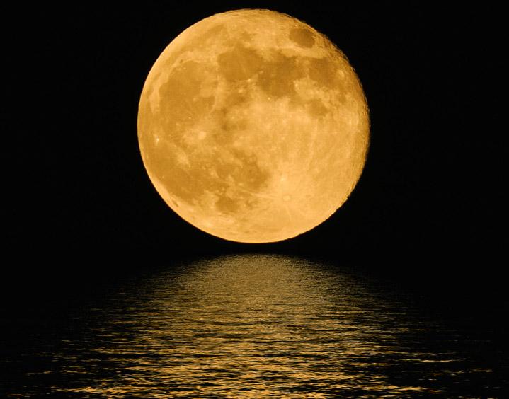 Фото №1 - Почему над горизонтом Луна кажется большой, а над головой — маленькой?