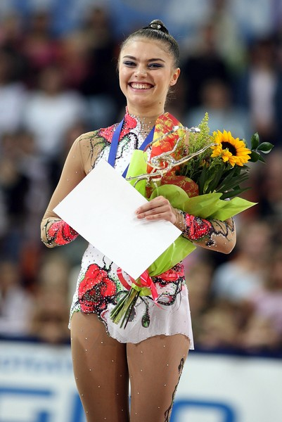 Фото №3 - Теперь ее фигура на вершине пьедестала: главные триумфы в жизни Алины Кабаевой