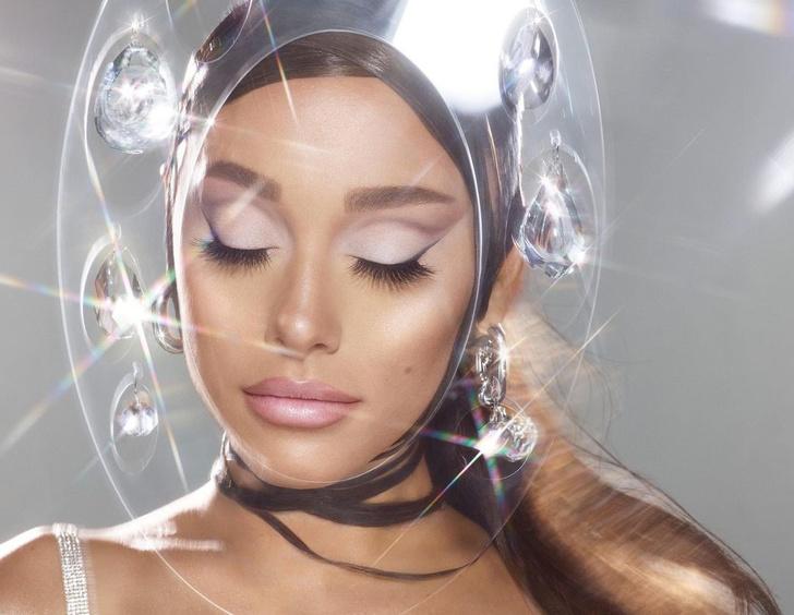 Фото №2 - Неземная красота: как повторить нежный макияж со стрелками от Арианы Гранде