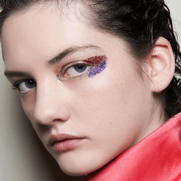 Фото №1 - Бьюти-тренд: макияж с глиттером
