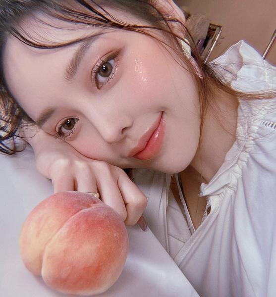 Фото №1 - Корейские бьюти-блогеры рекомендуют: какое средство подарит эффект идеальной кожи
