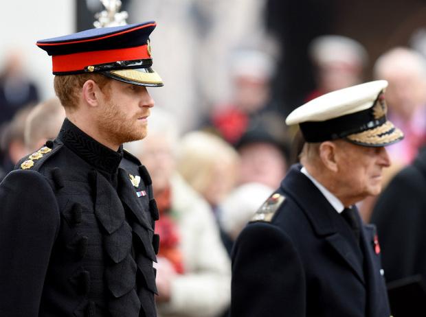 Фото №2 - Все сложно: как изменились отношения Гарри и принца Филиппа после «Мегзита»