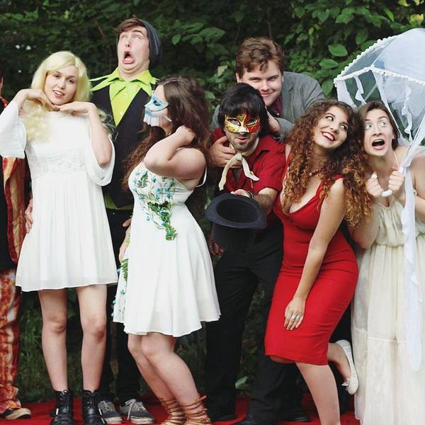 Фото №30 - 35 крутых идей для фотографий с друзьями на выпускном