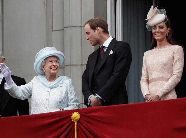 Фото №3 - Не только Королева, но и бабушка: принц Уильям и его трогательное отношение к Елизавете II