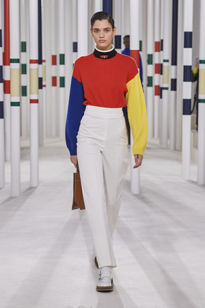 Фото №12 - Вместо джинсов: модные брюки осени и зимы 2020/21